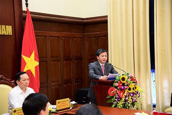 Chủ tịch HĐQT VietinBank Lê Đức Thọ là đại diện duy nhất của các NHTM phát biểu tại hội nghị do Thủ tướng Chính phủ chủ trì