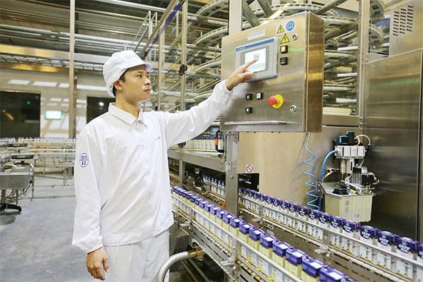 Nhân viên tại các nhà máy, trang trại của Vinamilk đều có điều kiện tiếp cận với các thiết bị, máy móc, công nghệ hiện đại