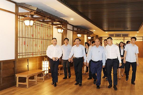 Thủ tướng Nguyễn Xuân Phúc cùng các đại biểu tham quan khu nghỉ dưỡng suối khoáng nóng Yoko Onsen Quang Hanh