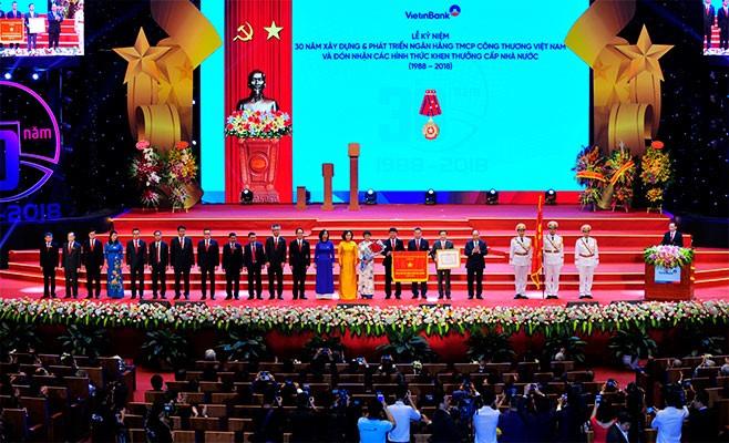 VietinBank vinh dự được Đảng và Nhà nước trao tặng Huân chương Lao động hạng Nhất lần 2 và Cờ Thi đua của Chính phủ nhân kỷ niệm 30 năm xây dựng và phát triển