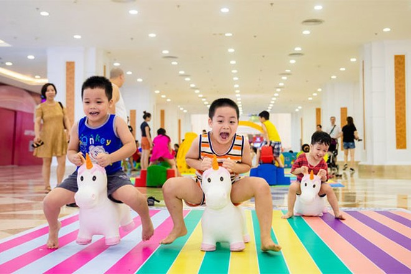 Các trò chơi vận động vừa giúp trẻ trở nên năng động, vừa được kết bạn