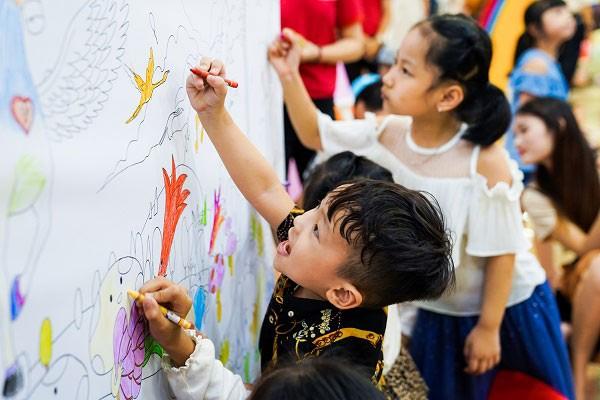Giúp con của bạn thoả sức vui chơi, khám phá để phát triển toàn diện dịp hè này ảnh 3