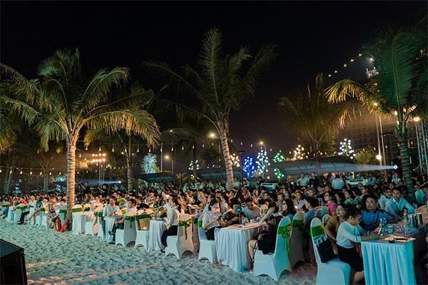 Hàng ngàn khách hàng đến tham dự sự kiện mở bán để chọn cho mình ngôi nhà ưng ý nhất