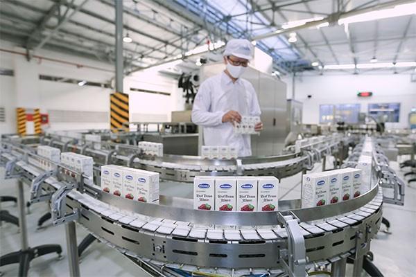 Dây chuyền sản xuất hiện đại tại các nhà máy của Vinamilk