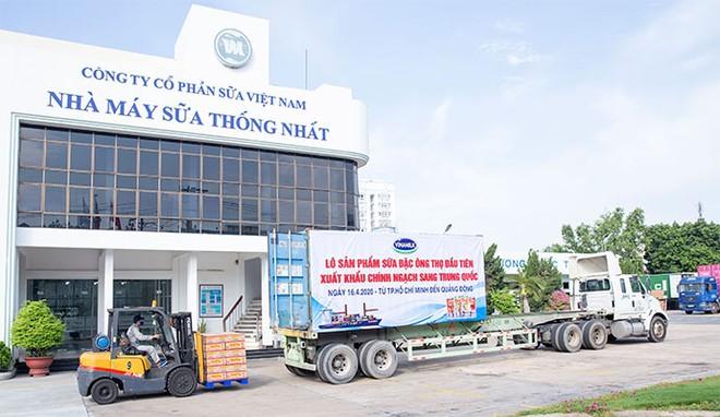Lô sữa đặc Ông Thọ được Vinamilk xuất khẩu đi Trung Quốc trong tháng 4/2020