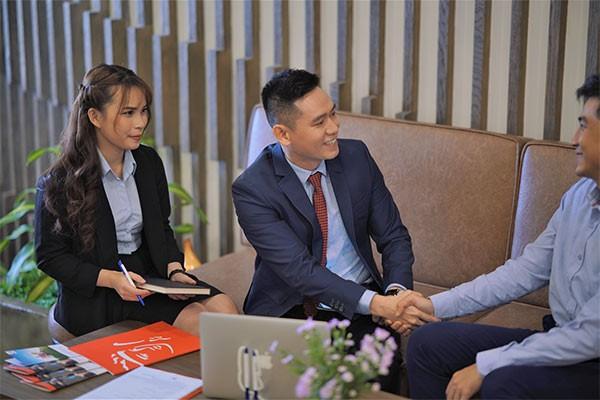 Trách nhiệm và sự tận tâm giúp gắn kết tư vấn viên và khách hàng.
