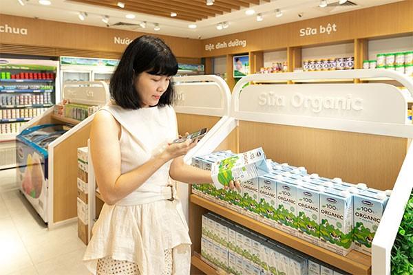 Người tiêu dùng thêm tin tưởng khi có thể truy xuất nguồn gốc dễ dàng thông qua QR Code trên các dòng sản phẩm Organic của Vinamilk