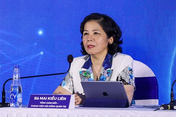 Bà Mai Kiều Liên - Tổng giám đốc Vinamilk trả lời các câu hỏi của cổ đồng