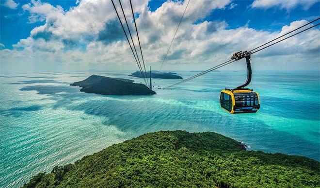 Loạt ảnh check-in mới của Hà Trúc tại thiên đường nhiệt đới mới nổi ở Việt Nam, nhìn là muốn đi
