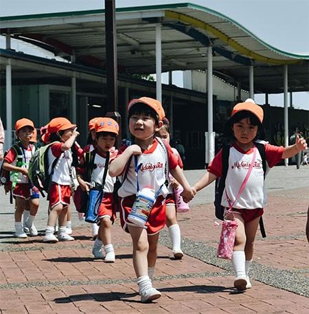 Trẻ em Nhật được khuyến khích tự đi học để rèn luyện tính tự lập ngay từ nhỏ