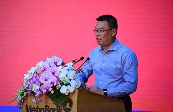Đồng chí Trần Minh Bình báo cáo sơ kết Công tác Đảng 6 tháng đầu năm 2020