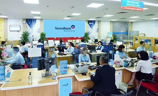 Khách hàng giao dịch tại VietinBank