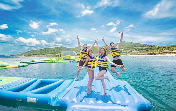 """""""Khuấy đảo"""" mùa hè với hàng chục trò chơi nước siêu hoành tráng tại VinWonders ảnh 2"""