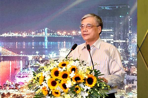 PGS.TS.Trần Đình Thiên phát biểu tại tọa đàm