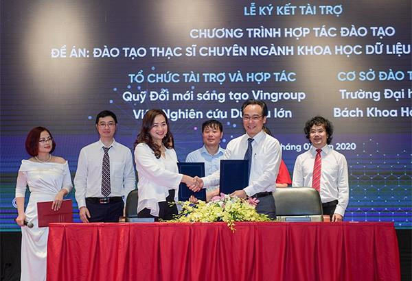 Phó Giáo sư, Tiến sĩ khoa học Phan Thị Hà Dương – Giám đốc điều hành Quỹ đổi mới sáng tạo Vingroup ký kết hợp tác đào tạo với đại diện trường Đại học Bách khoa Hà Nội