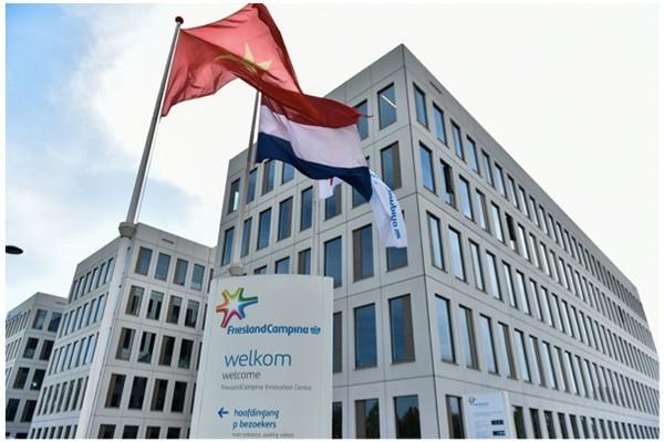 Chủ sở hữu thương hiệu sữa Cô Gái Hà Lan - FrieslandCampina – là doanh nghiệp sữa duy nhất được trao tặng huy hiệu vương miện hoàng gia