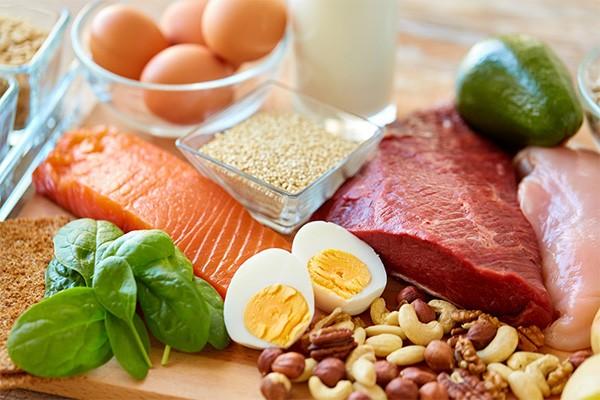Glutamate tồn tại phổ biến ở nhiều loại thực phẩm trong tự nhiên như thịt, cá, trứng, sữa,…