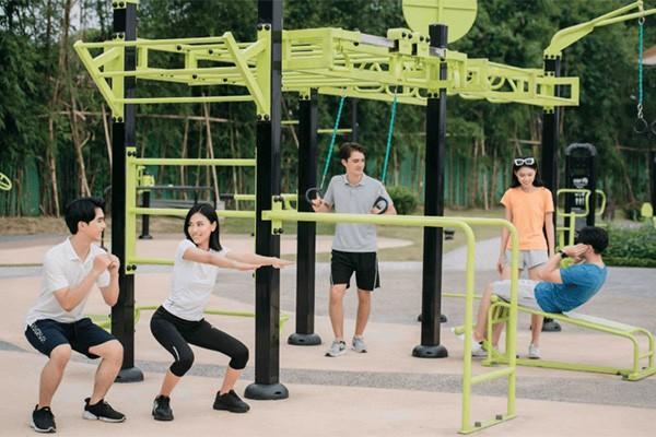 Công viên gym ngoài trời với hệ thống máy tập quy mô