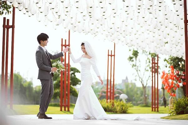 Gánh nặng tài chính, áp lực công việc là những nguyên nhân khiến nhiều người kết hôn muộn hoặc không muốn kết hôn