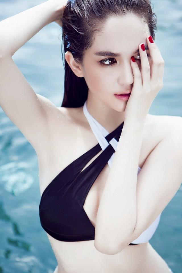 """Ngọc Trinh nhận giải """"Nữ hoàng bikini châu Á"""" tại Hàn Quốc ảnh 4"""