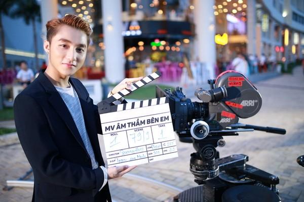 """Sơn Tùng M-TP khoe """"bạn gái mới"""" trong MV """"Âm thầm bên em"""" ảnh 1"""