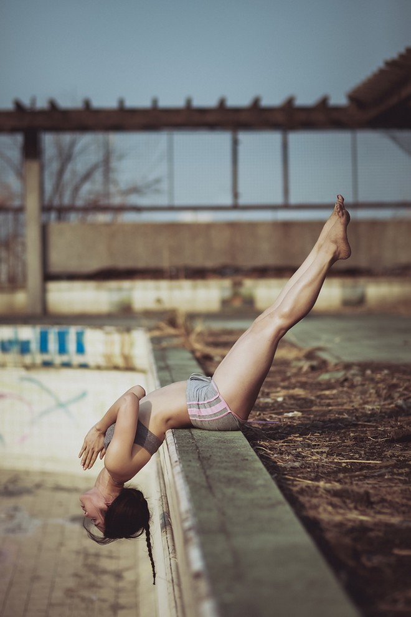 """Phương Trinh Jolie khoe bộ ảnh tập yoga ở """"chung cư ma"""" ảnh 4"""