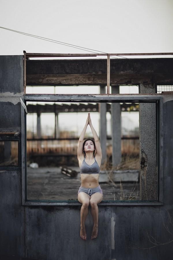 """Phương Trinh Jolie khoe bộ ảnh tập yoga ở """"chung cư ma"""" ảnh 5"""