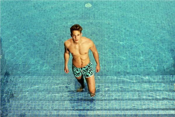 Mùa hè nóng bỏng với trang phục đi biển dành cho nam giới ảnh 2