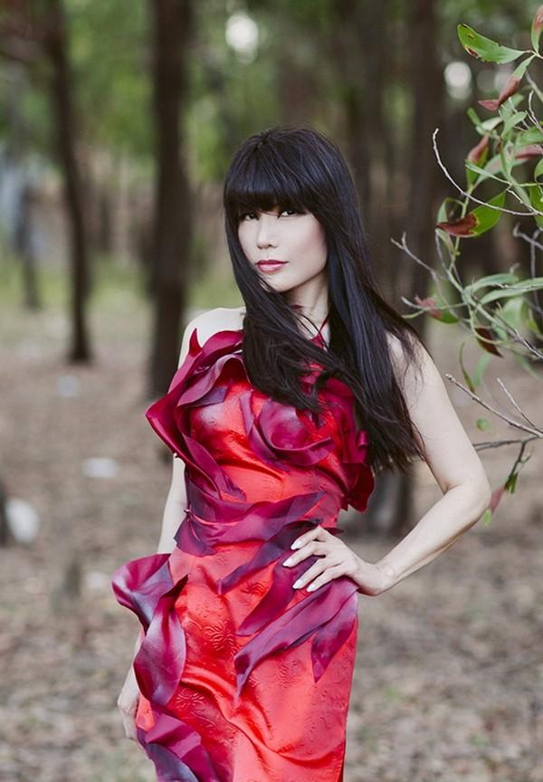 Ca sĩ Nhật Hạ thả dáng quyến rũ, lãng mạn trong rừng ảnh 6