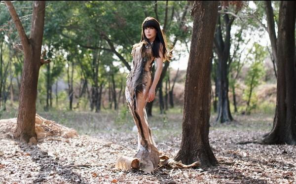 Ca sĩ Nhật Hạ thả dáng quyến rũ, lãng mạn trong rừng ảnh 3