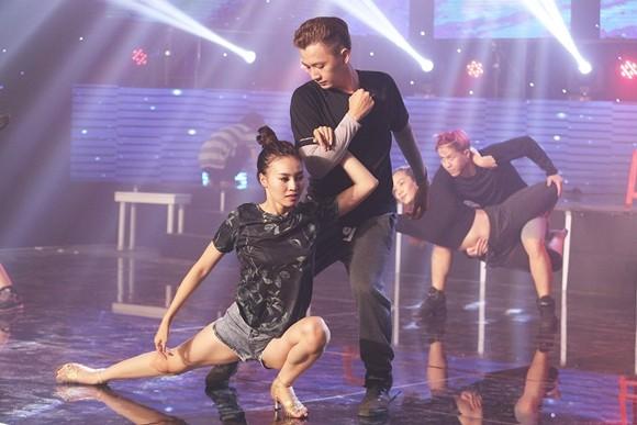 Ngô Kiến Huy - Ninh Dương Lan Ngọc miệt mài tập luyện vũ đạo cùng nhau ảnh 2