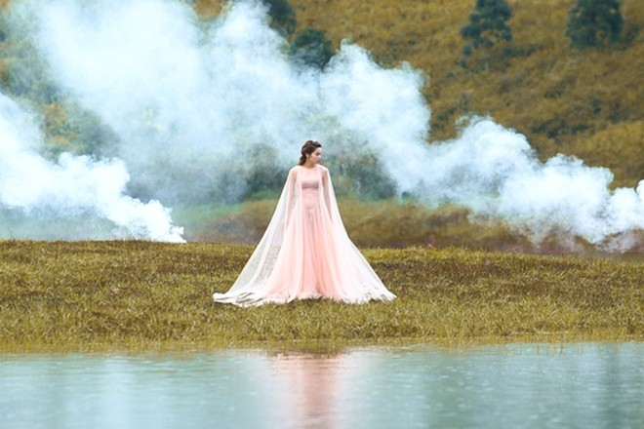 Hồ Ngọc Hà đẹp ma mị giữa hồ Tuyền Lâm ảnh 3