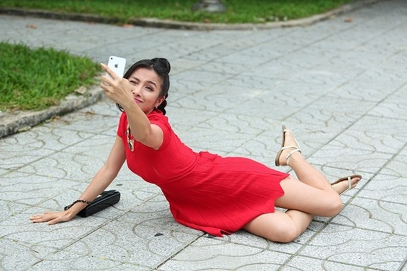 """Yaya Trương Nhi bất ngờ trở thành """"hotgirl osin"""" ảnh 6"""