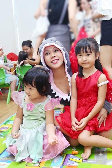 Việt Hương khoe ảnh con gái vui Halloween ở Mỹ ảnh 6