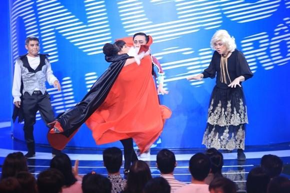 """Angela Phương Trinh bị Trấn Thành """"tọc mạch"""" trên sân khấu """"Ơn giời, cậu đây rồi!"""" ảnh 6"""