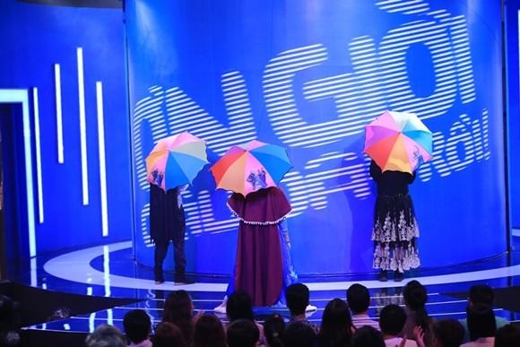 """Angela Phương Trinh bị Trấn Thành """"tọc mạch"""" trên sân khấu """"Ơn giời, cậu đây rồi!"""" ảnh 2"""