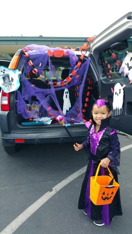 Việt Hương khoe ảnh con gái vui Halloween ở Mỹ ảnh 1