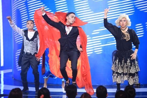 """Angela Phương Trinh bị Trấn Thành """"tọc mạch"""" trên sân khấu """"Ơn giời, cậu đây rồi!"""" ảnh 5"""