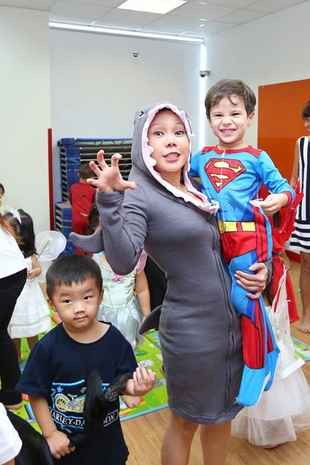 Việt Hương khoe ảnh con gái vui Halloween ở Mỹ ảnh 5