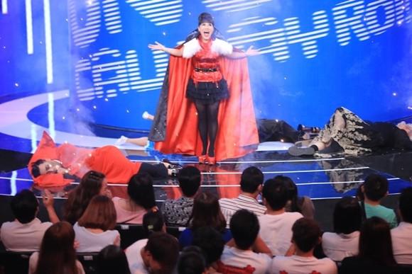 """Angela Phương Trinh bị Trấn Thành """"tọc mạch"""" trên sân khấu """"Ơn giời, cậu đây rồi!"""" ảnh 9"""