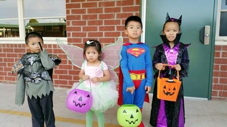 Việt Hương khoe ảnh con gái vui Halloween ở Mỹ ảnh 7