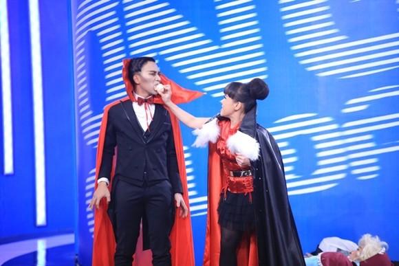 """Angela Phương Trinh bị Trấn Thành """"tọc mạch"""" trên sân khấu """"Ơn giời, cậu đây rồi!"""" ảnh 8"""