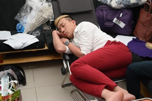 """Hé lộ cảnh """"ăn bờ ngủ bụi"""" của Thu Trang, Trấn Thành ảnh 4"""