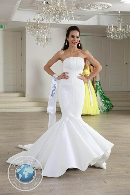 Trang phục dạ hội của Lệ Quyên do Hoàng Minh Hà thiết kế đã lọt top 10 cuộc thi Hoa hậu Siêu quốc gia 2015