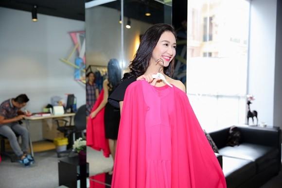 Hà Thu hoàn tất trang phục dự thi Hoa hậu Liên lục địa 2015 ảnh 2