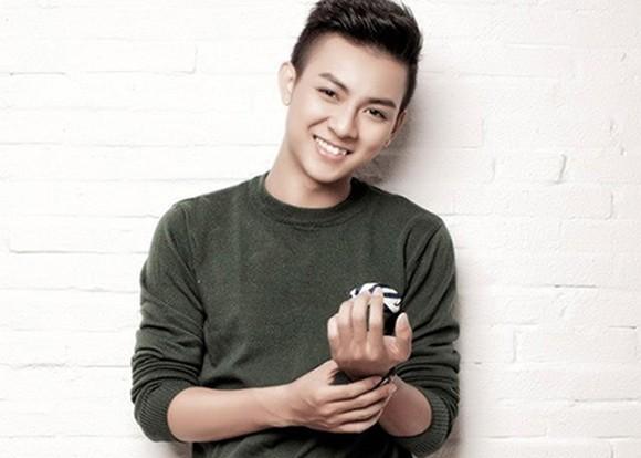 """""""Trắng tay"""" trong hạng mục """"Gương mặt phát hiện"""" năm 2014, Hoài Lâm đang được xem là cái tên sáng giá trong bảng đề cử """"Ca sĩ triển vọng"""" của giải thưởng Làn sóng xanh năm nay."""