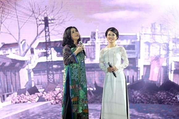"""Ca sĩ Thanh Lam, Hồng Nhung trong buổi ghi hình Đại nhạc hội """"Chào 2016"""""""