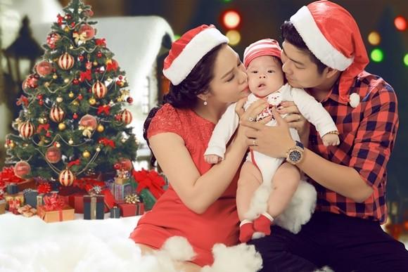 Nhật Kim Anh ghi lại hình ảnh Giáng sinh đầu tiên cùng chồng, con ảnh 4