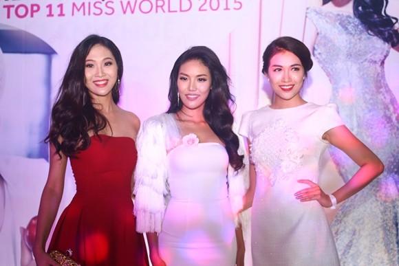Lan Khuê hạnh phúc trong buổi tiệc mừng vào top 11 Hoa hậu thế giới ảnh 6
