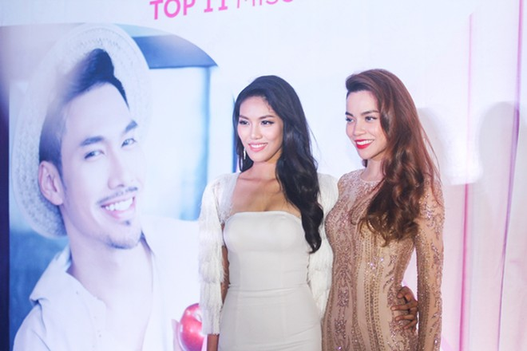 Lan Khuê hạnh phúc trong buổi tiệc mừng vào top 11 Hoa hậu thế giới ảnh 2